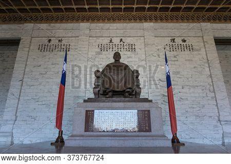 Taipei, Taiwan- November 16, 2019: The Large Statue Of Chiang Kai-shek In The Main Hall Of The Chian