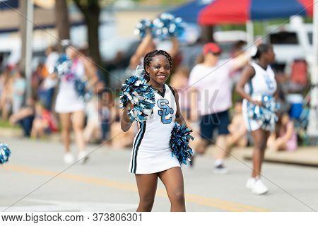 Arlington, Texas, Usa - July 4, 2019: Arlington 4th Of July Parade, Members Of Sc Cheer Team, Perfor