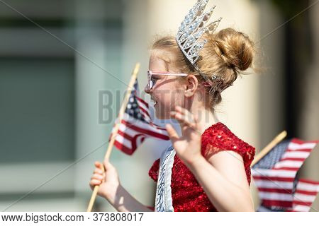 Arlington, Texas, Usa - July 4, 2019: Arlington 4th Of July Parade, A Little Princes Wearing A Crown