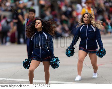 Houston, Texas, Usa - November 28, 2019: H-e-b Thanksgiving Day Parade, Members Of The University Of