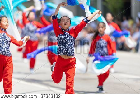 Indianapolis, Indiana, Usa - May 25, 2019: Indy 500 Parade, Members Of The Indianapolis Chinese Comm