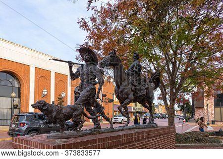 Nacogdoches, Texas, Usa - November 16, 2019:  The Gateway Statue By Michael Boyett, Honoring The Fir