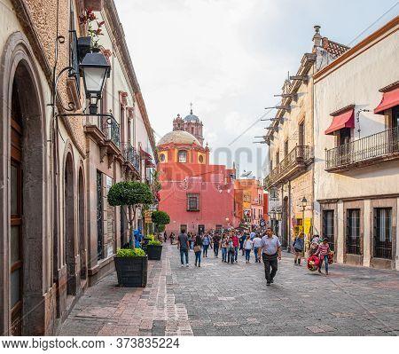 Santiago De Queretaro, Queretaro, Mexico - November 24, 2019: View Down 5 De Mayo Street, With Peopl