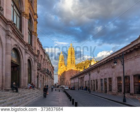 Zacatecas, Zacatecas, Mexico - November 22, 2019: The View Down Hidalgo Avenue Of Tourists And Local