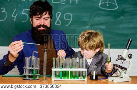 Genius Toddler Private Lesson. Genius Kid. Teacher Child Test Tubes. Chemical Experiment. Genius Min
