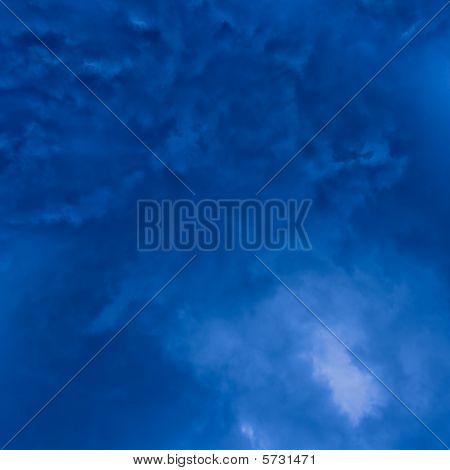 dunkel blau draußen Himmel