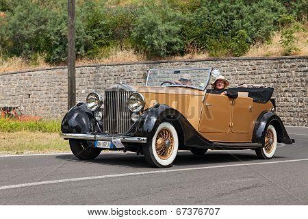 Old Car Rolls-royce