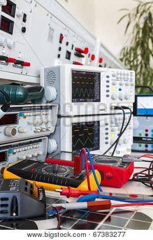 Faulty Solar Regulator And Checking Using An Oscilloscopes