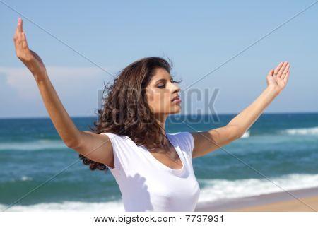 indian woman worshipping