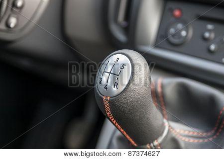 Manual gear shifter