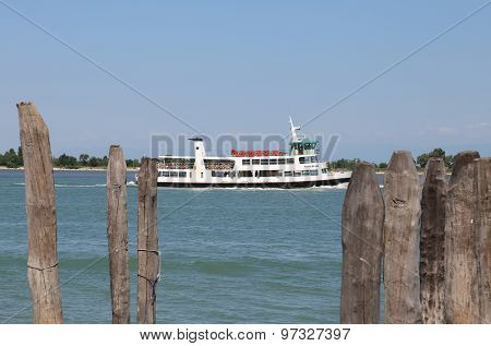 Venice, Ve - Italy. 14Th July, 2015: Water Bus Called Vaporetto  Arrives At The Harbor To Load Touri