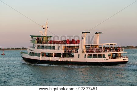Venice, Ve - Italy. 10Th July, 2015: Water Bus Called Vaporetto  Arrives At The Harbor To Load Touri