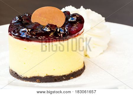 blueberry cheesecake with whipping cream