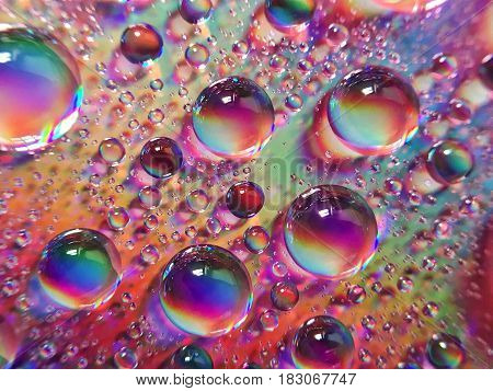 Great macro photo of water drops with amazing colors