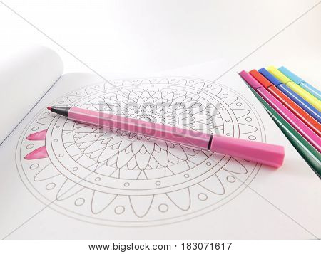 Colored fibers and book with mandalas para colorear.