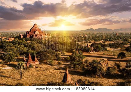 Setting sun shines over Dhammayangyi Pahto Temple and many other pagodas in the ancient city of Bagan, Myanmar.
