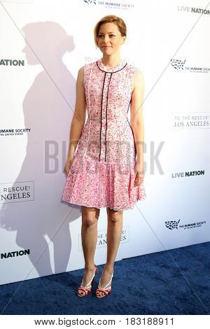 LOS ANGELES - APR 22:  Elizabeth Banks at the 2017 The Humane Society Gala at Parmount Studios on April 22, 2017 in Los Angeles, CA