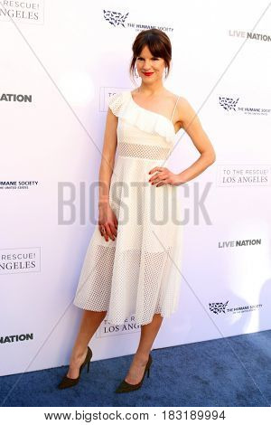 LOS ANGELES - APR 22:  Fuschia Kate Sumner at the 2017 The Humane Society Gala at Parmount Studios on April 22, 2017 in Los Angeles, CA