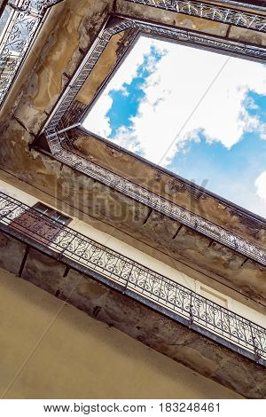 Upgraded interior courtyard, which can be seen in the middle of the sky, crumbling, moldy walls