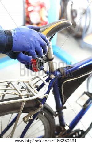 Bike service, replacement of the fifth wheel Replacement of the saddle in the bike.