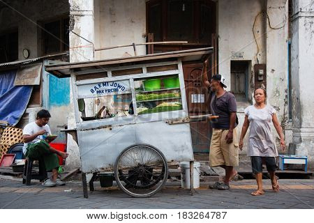 Semarang, Indonesia - september 13, 2015: Traditional street scene with street seller in Semarang, Indonesia