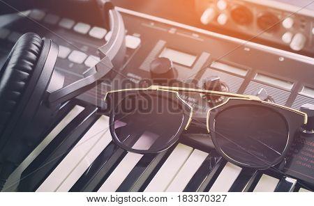 Electro Fashion sunglasses in dance music studio