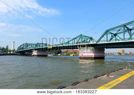 Phra Phuttha Yodfa Bridge It is landmark of Bangkok Thailand. (Translation on Yellow Line is