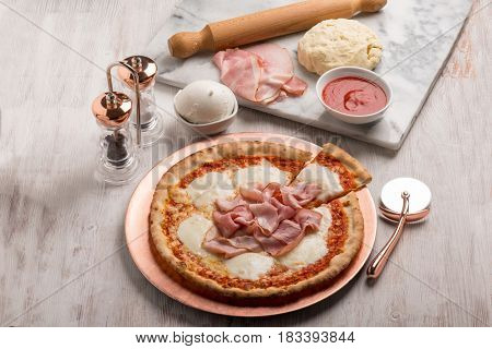 ham pizza with ingredients