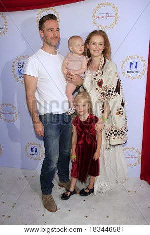 LOS ANGELES - APR 23:  James Van Der Beek, Olivia James Van Der Beek, Annabelle James Van Der Beek, Kimberly Brook at the Safe Kids Day at the Smashbox Studios on April 23, 2017 in Culver City, CA
