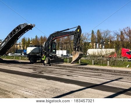 Large-scale repair work with large machinery on the highway freight cars