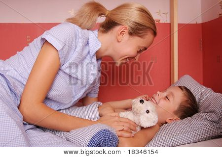 Mum puts to bed a sonny 4