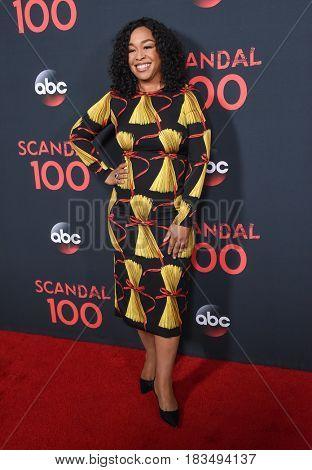 LOS ANGELES - APR 08:  Shonda Rhimes arrives to the