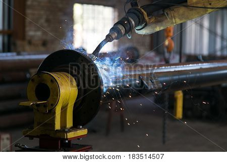 Working manufacturing machine in the steel & pivot manufacturing industry.