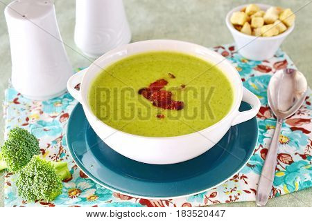 A bowl of a creamy broccoli soup with crunchy bacon. Healthy food. Healthy eating concept