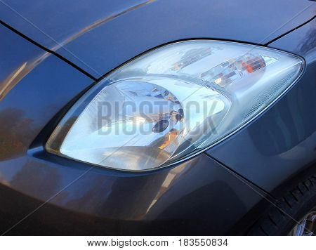 Car headlight.    Lights the road at night when driving. Elektro