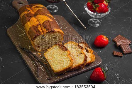 Vanilla-chocolate Biscuit Cake