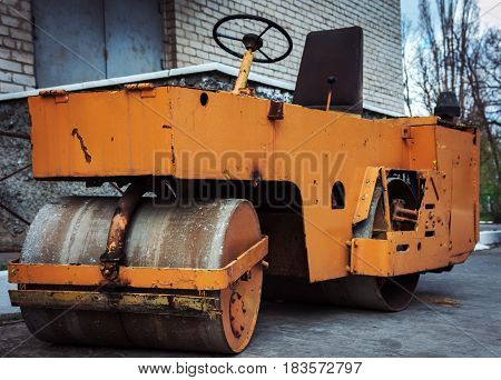 Road roller for repair of roads and construction of new road sections