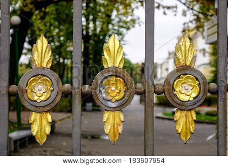 Golden Metal Flowers For Gate Decorations