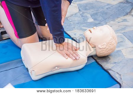 cpr training chest compression dummy basic life support