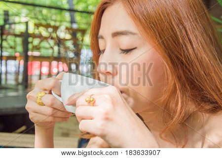 asia business women drinking coffee in the coffee shop