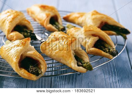 Asparagus baked in puff pastry with ham and cheese.
