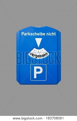 A parking disc with the german words for do not forget the parking disc, symbolizes parking problems
