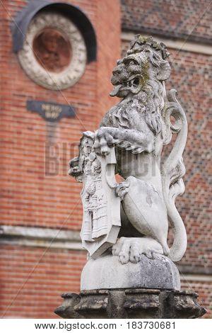 Queen's Lion Statue - Hampton Court Palace