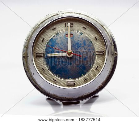 old wind up alarm clock nine o clock