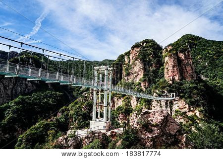Beijing tianyun mountain glass Walking trails the cliff in the elevation of 1080 meters on the hillside built, the total length of more than 400 meters, 1.6 meters wide.