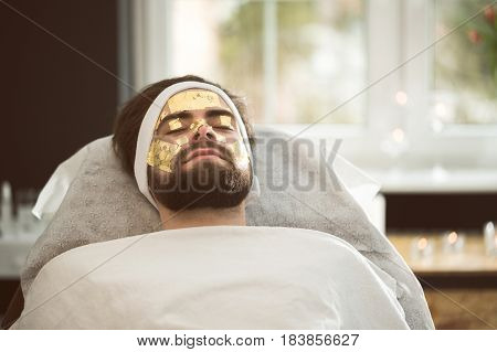 Men's Gold Mask Therapy At Beautician's