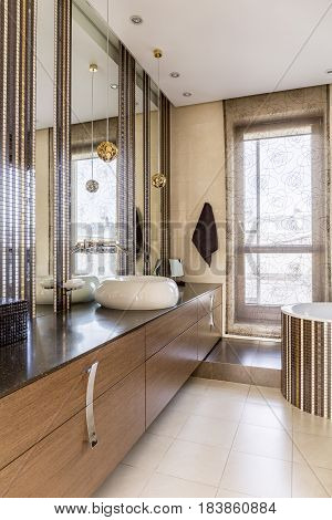 Luxurious Bathroom With Huge Mirror