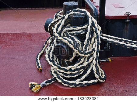 strong rope for hold boats on the pier