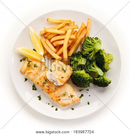 Fried fish with broccoli
