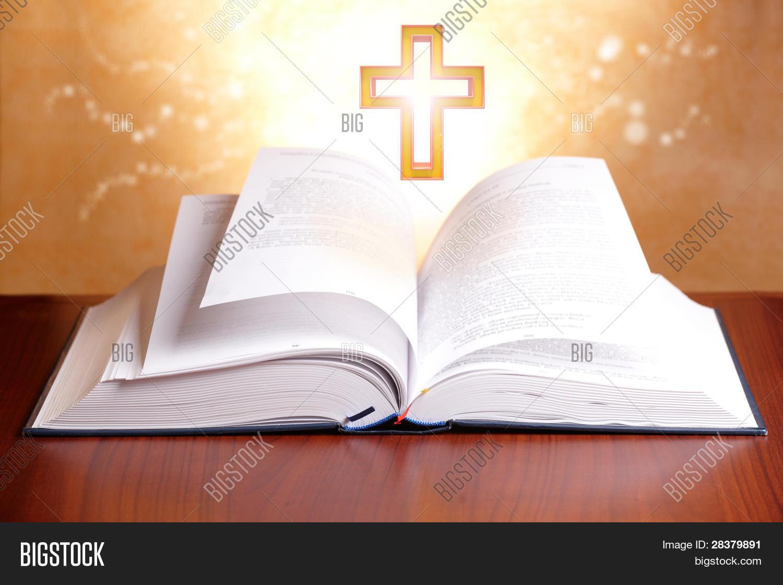 Imagen Y Foto Biblia Abierta Con Prueba Gratis Bigstock